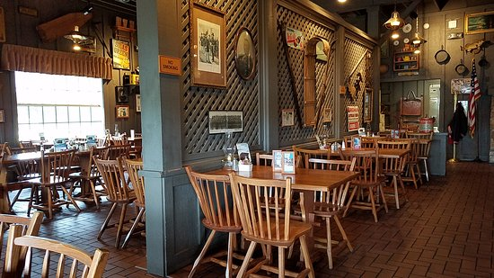 Brooklyn, OH : Decoeated dining hall