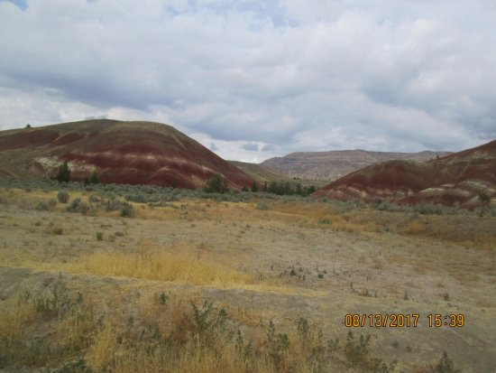 John Day Fossil Beds National Monument: Totally different view from the opposite side of the path.