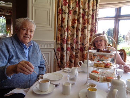 Frankby, UK: Before we ate everything....Happy Anniversary mum & dad!