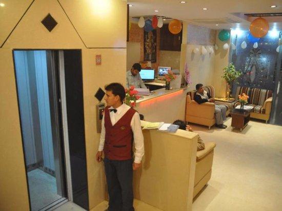 Hotel Jaggi Palace: hotel lobby