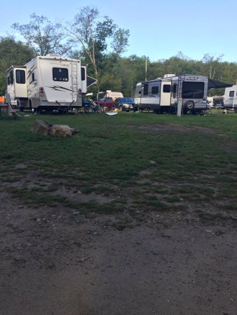 "Ashford, Коннектикут: The first 2 pictures are of the ""campsite"" Brialee expected us to pitch a tent on and sleep at w"