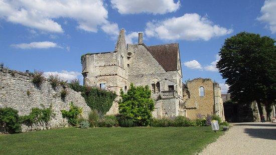 Senlis, Frankrike: Dans le parc du château royal