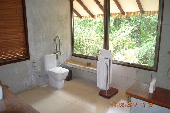 Thirappane, ศรีลังกา: Large bathroom