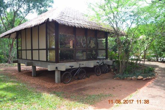 Thirappane, Σρι Λάνκα: Sitting room and bicycles.