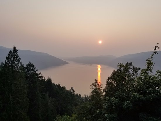 Malahat, Canada: Morning view from the balcony. The smoke from the BC Interior fires created the haze.
