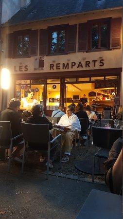 Arnac-Pompadour, Francia: TA_IMG_20170817_211216_large.jpg