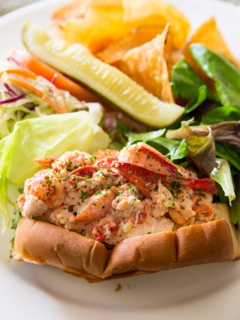 Wayne, PA: The Main Line Lobster Roll at Glenmorgan