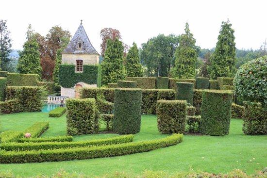 Salignac-Eyvigues, Франция: Les sculptures végétales