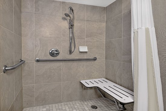 Hilton Garden Inn San Antonio Airport : ADA Roll-in Shower