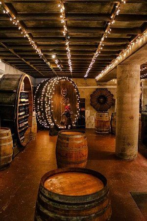 ‪‪Temecula‬, كاليفورنيا: Our wine tasting room, located in Temecula's oldest tasting cave.‬