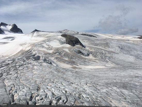 La Grave, Francia: Montée au glacier en aout et grotte de glace