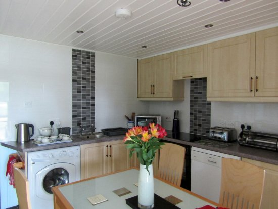 York Lakeside Lodges: Kitchen diner