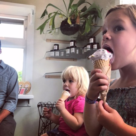 Eastsound, WA: I scream, you scream, we all scream for ice cream!