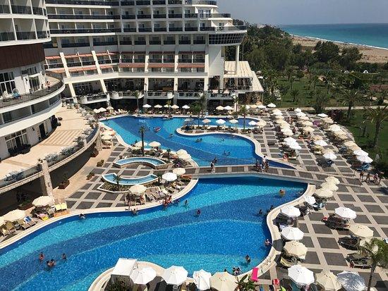 Sea Planet Resort & Spa : piscine vue de la chambre