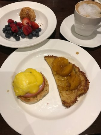 Clayton, MO: Delicious breakfast buffet