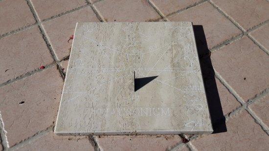 più foto fb700 ef254 Orologio solare - Picture of Locanda Mausonium, Campotosto ...