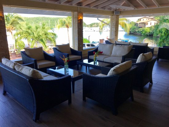 Saint George Parish, Grenada: Lounge area with view of Mt Hartman Bay