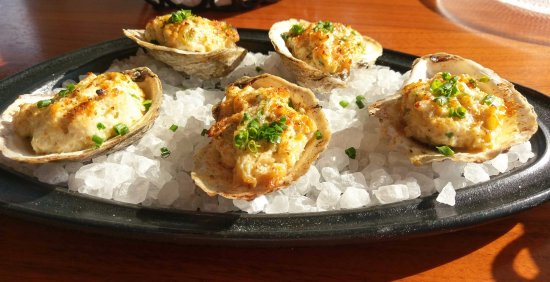 Oxon Hill, MD: oysters with crabmeat