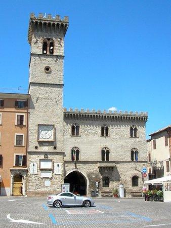 Arcevia, Italia: Vista da piazza Garibaldi