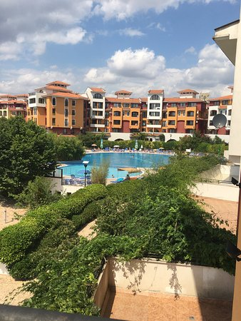 Aheloy, Bulgaria: Pics of our 1 bed apartment, a few wonky handles on drawers etc but nothing to warrant some of t