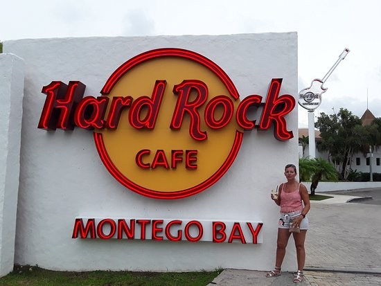 Hard Rock Cafe Montego Bay: Entrée sur parking privé