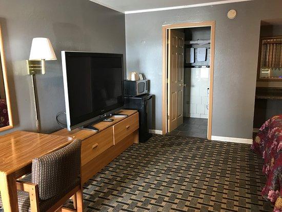 Marshalltown, IA: Double Bed