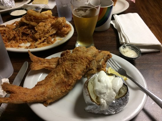 Meredosia, IL: Check out the catfish