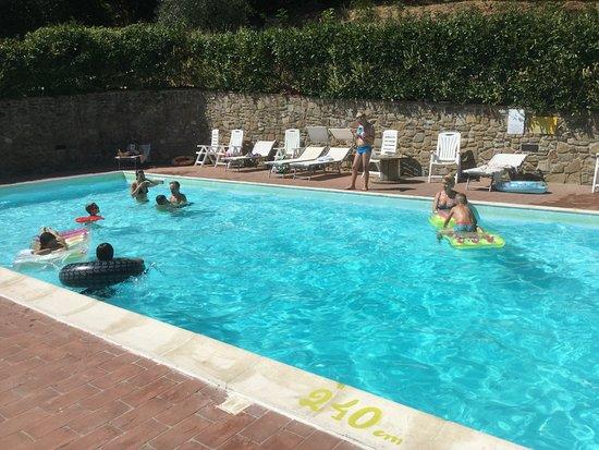 Chianni, Italy: Piękny widok i atmosfera dla rodzin z dziećmi