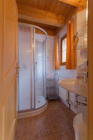 Ortnerhof: Standard-Doppelzimmer/ Beispiel Badezimmer