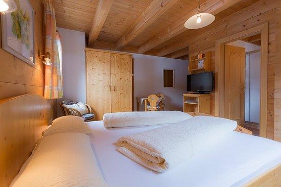 Ortnerhof: Dreibettzimmer mit Balkon/ separatem Einzelbett/ Du/ Wc/Flachbild Tv