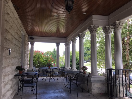 Owensboro, KY: Nice outdoor eating