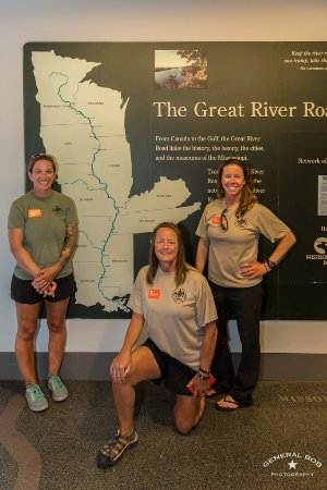 Dubuque, Айова: Warrior Expedition paddlers against entire Mississippi River map