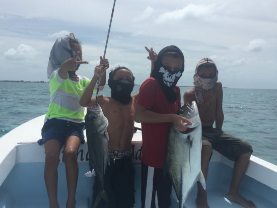 Caye Caulker, بليز: took some friends out for a fishing trip.And look what we caught.