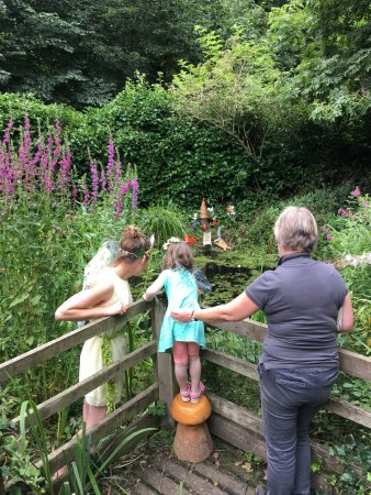 Jedburgh, UK: Fishing for wishes with the fairy queen!