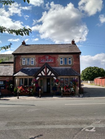 Northwich, UK: Finish your tour in a salt workers pub!