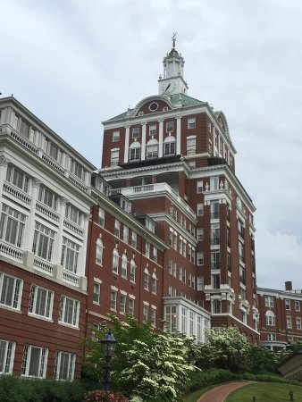 Hot Springs, VA: Homestead Resort: Exterior of the Omni Homestead Resort