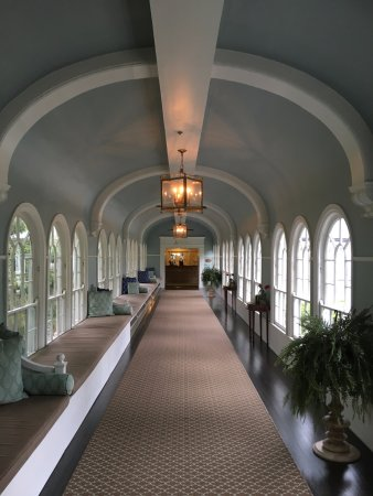 Hot Springs, VA: Homestead Resort: Hallway to the spa.