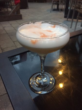 Twist Martini & Wine Lounge: whiskey sour