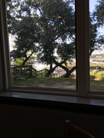 Ocean Springs, MS: Thursday evening dinner with views of the bayou