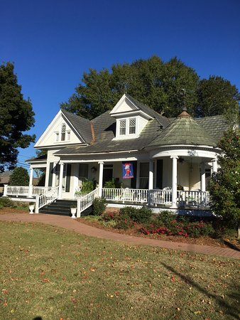 Columbia, MS: Corner Oaks Bed and Breakfast