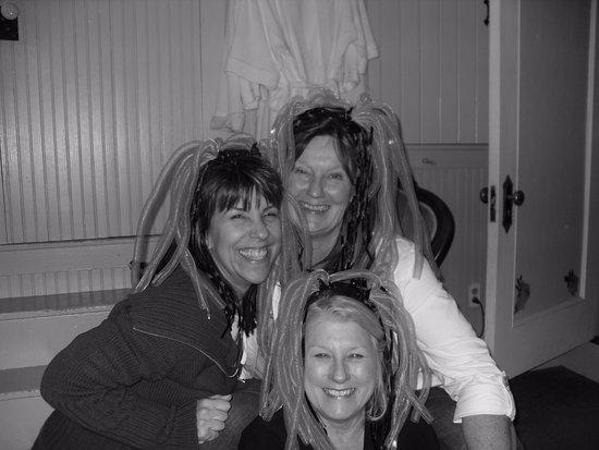 Atchison, KS: Having fun in Lizzies Attic!