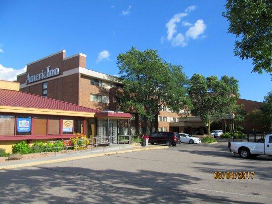 AmericInn Hotel & Suites Bloomington West: Exterior grounds