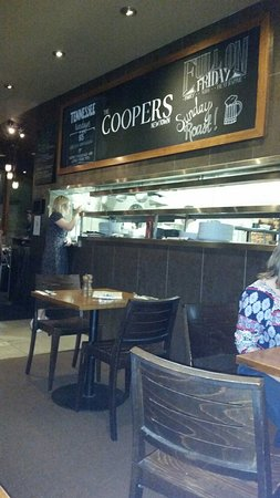 Coopers Hotel: Upstairs restaurant