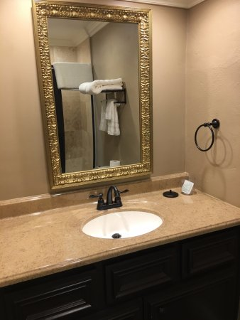 Jefferson, TX: Each room has private separate dressing area