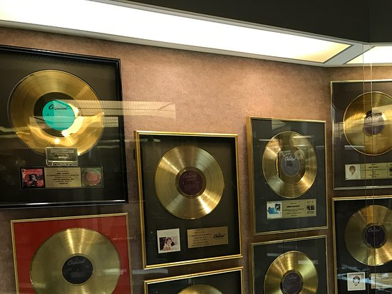 Springhill, Canadá: Some of Anne's gold records