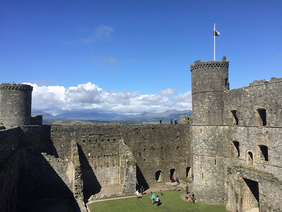 Harlech, UK: Can you brave walking the curtain wall?