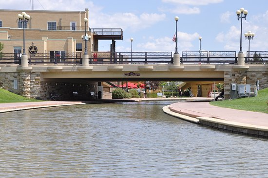 Pueblo, CO: On the water down one of the canals.