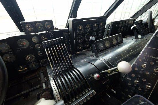 Evergreen Aviation & Space Museum: Throttles