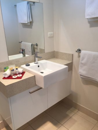 Junction Motel Maryborough: Economy Room Bathroom