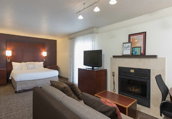 Lombard, IL: Studio Suite with Fireplace